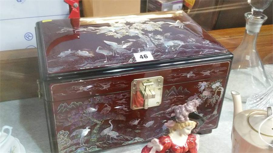 Lot 46 - Korean lacquered jewellery chest