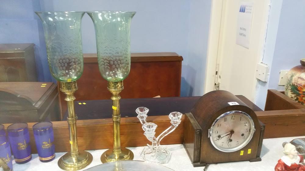 Lot 15 - Oak mantel clock