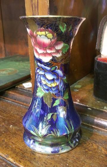 Lot 33 - Maling vase