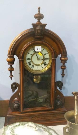 Lot 21 - American clock