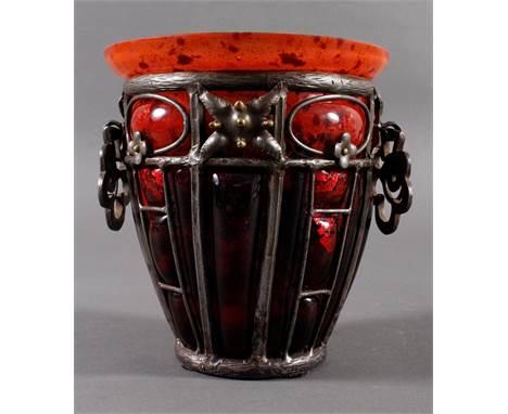 Daum Fréres, Nancy, Vase mit Eisenmontierung von Louise Majorelle um 1925  Pulverglas sowie Silberfolie Einschlüsse ,Eisenm