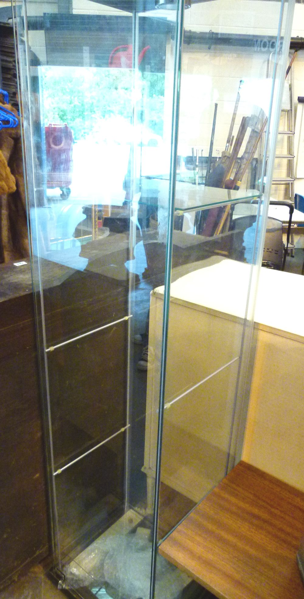Ikea glass cabinet with lighting for Ikea ca lits