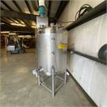 Stainless Single Wall Tank Center Discharge Closed top With Agitator. LOADING FEE $150