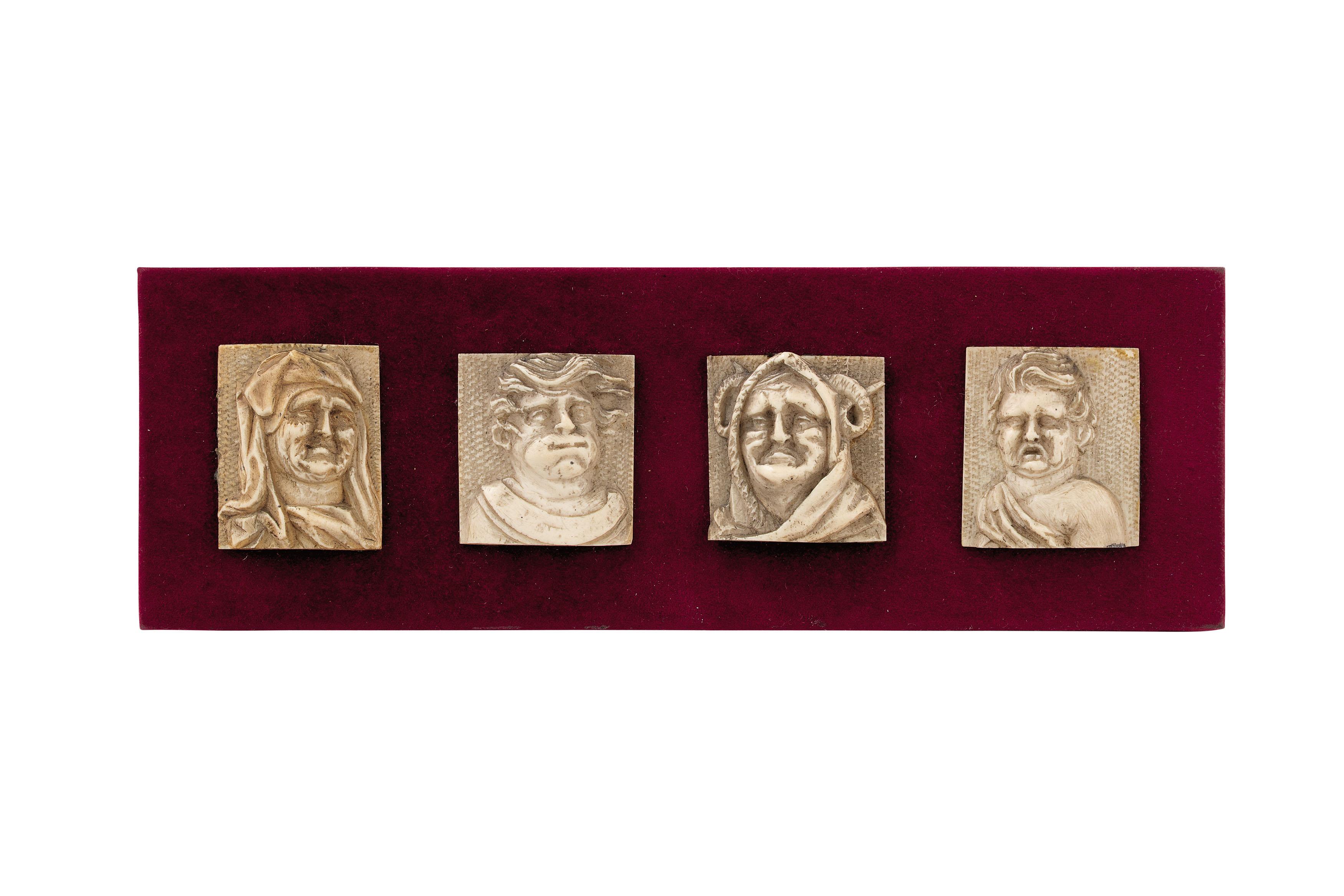 QUATTRO PLACCHETTE IN OSSO, FIANDRE, XVII-XVIII SECOLO