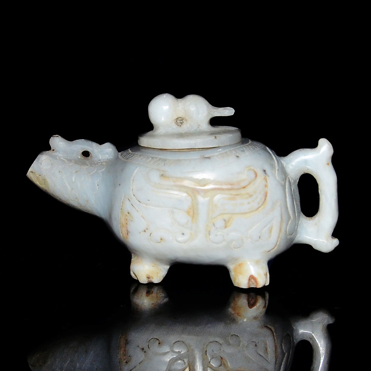 漢-玉雕獸首紋葫蘆蓋四獸足壺 Han, A Rare Jade Archaistic Vessel with Cover The elongated oval section of the