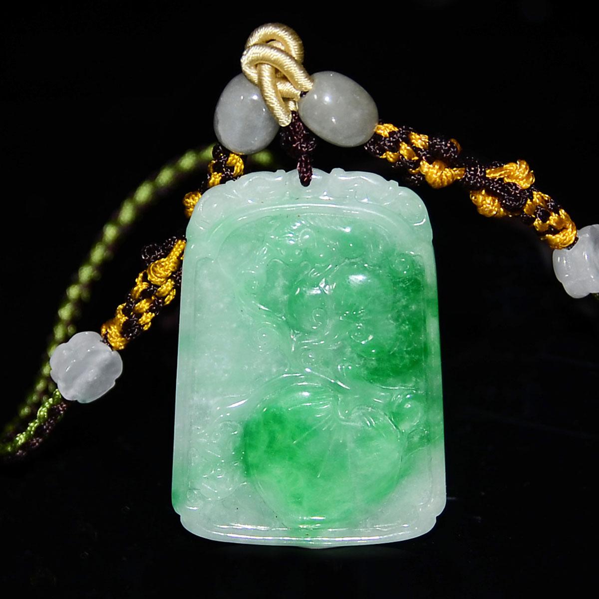 翡翠雙面雕福壽桃花掛飾連珠鏈 A Jadeite Pendant Carved on Both Sides with Auspicious Peach and Plum Blossoms with