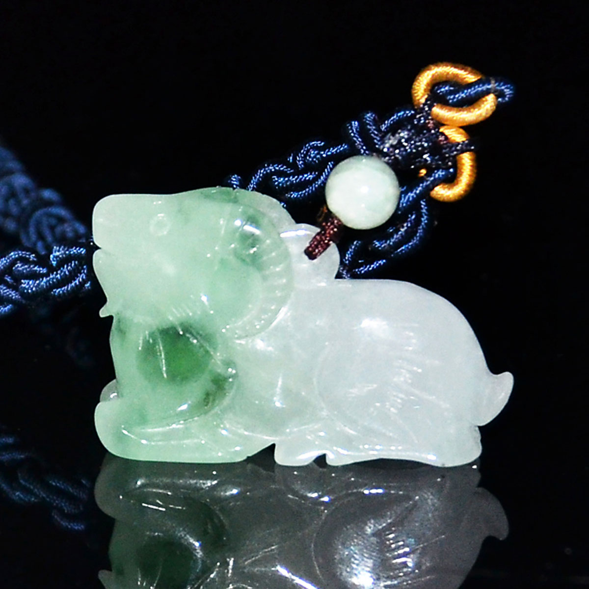 Lot 3 - 冰種翡翠雕羊形項飾 Glass Jadeite Carved Recumbent Sheep-form Pendant Necklace. Length: 1¾ in ( 4.4 cm)