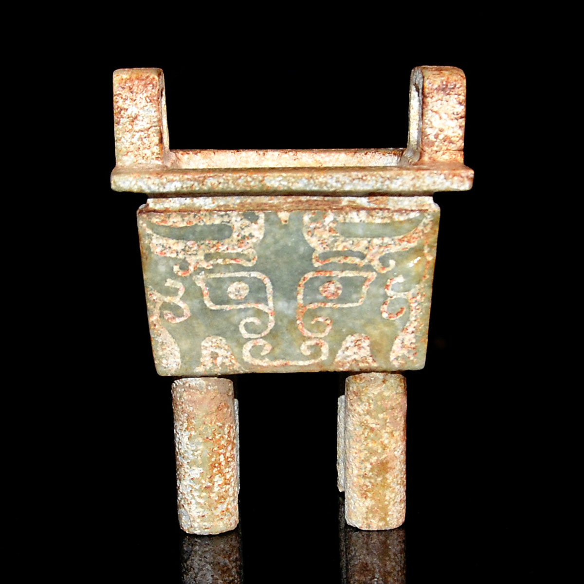 周-玉雕獸面紋方鼎 Zhou, Jade Fang Ding Carved with Taotie Masks and Two Upright Loop Handles with Four