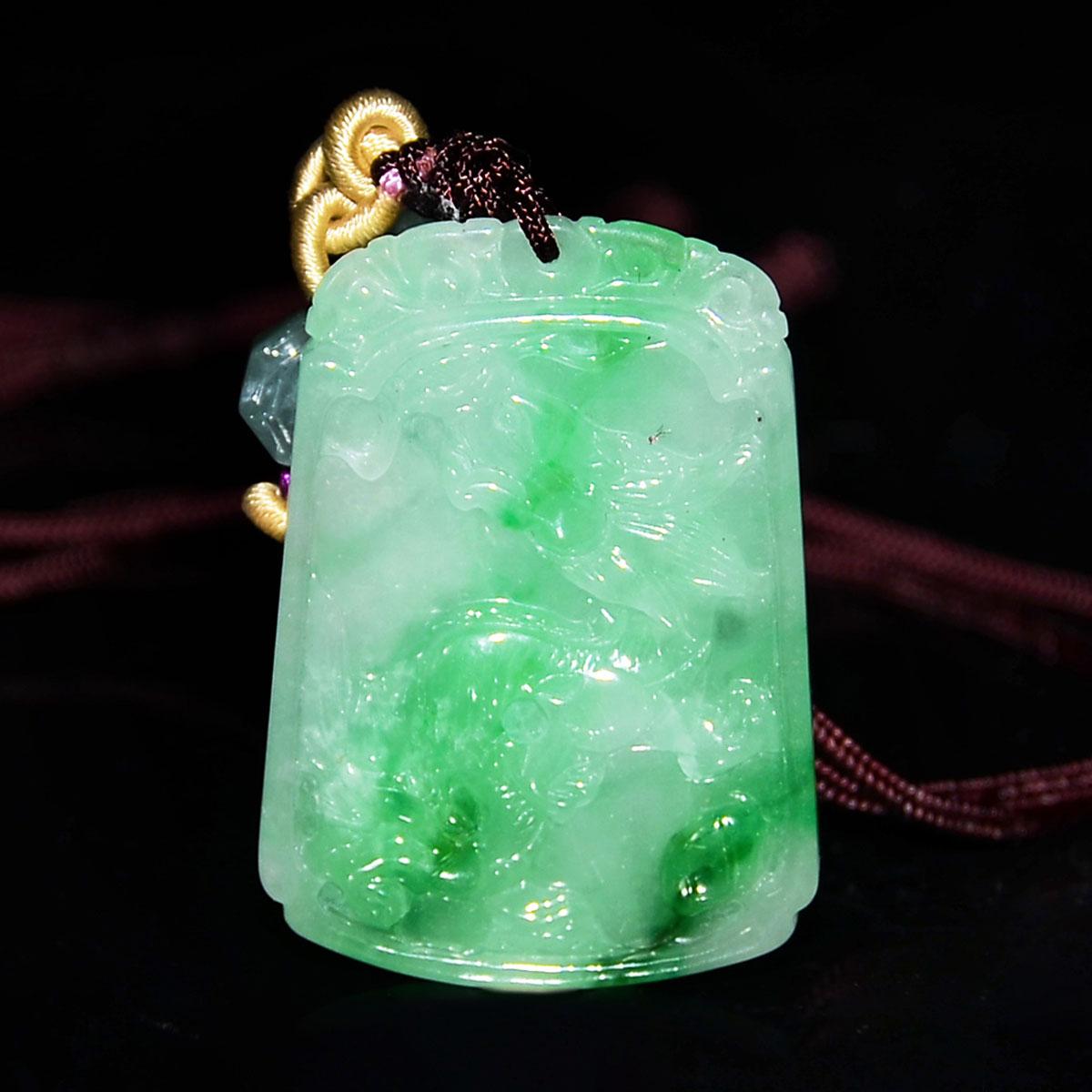 翡翠雙面雕如意遊龍掛飾連珠鏈 A Jadeite Pendant Carved on Both Sides with Dragon and Ruyi with Bead Necklace.