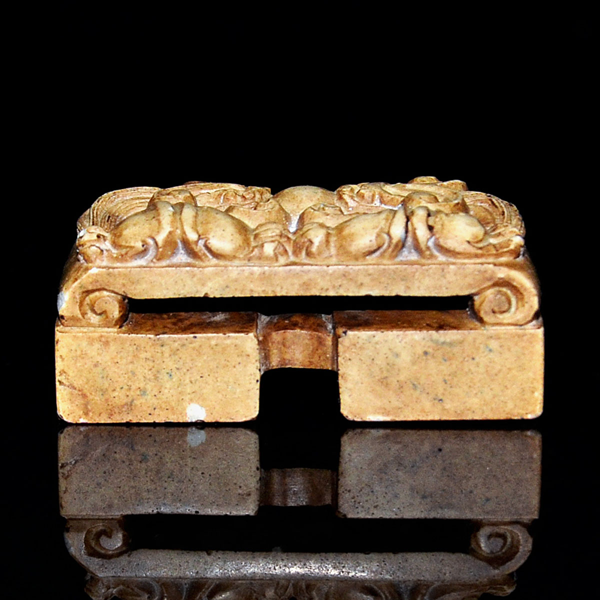 古玉雕二龍爭珠劍鞘雙連印章 印文(惠風和暢)(清淨學海) Archaistic Jade Scabbard Seal With relief carved dragons chasing