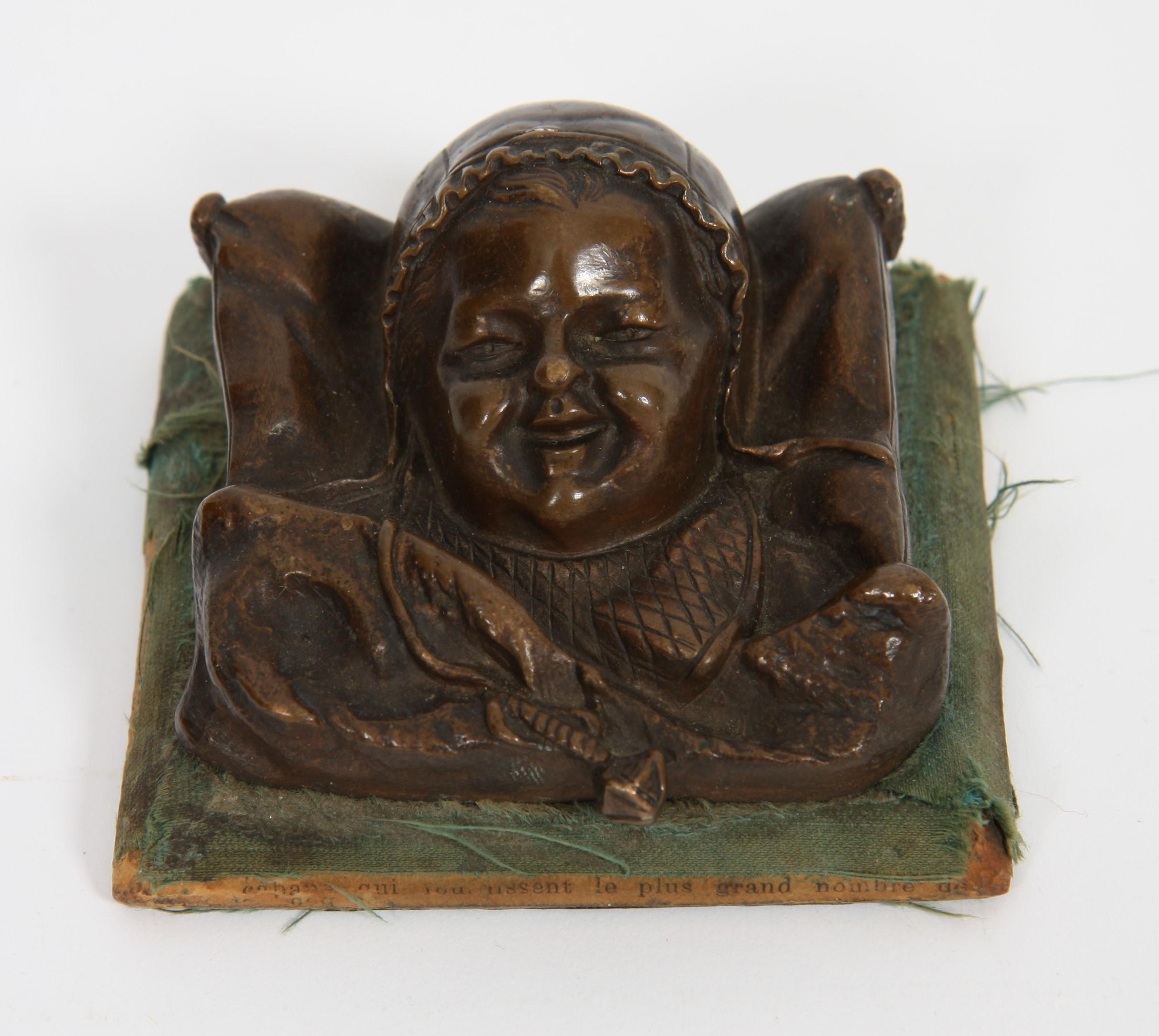 """Los 11 - PETIT BRONZE """"TETE D'ENFANT ENDORMI"""" En bronze représentant une tête d'enfant [...]"""