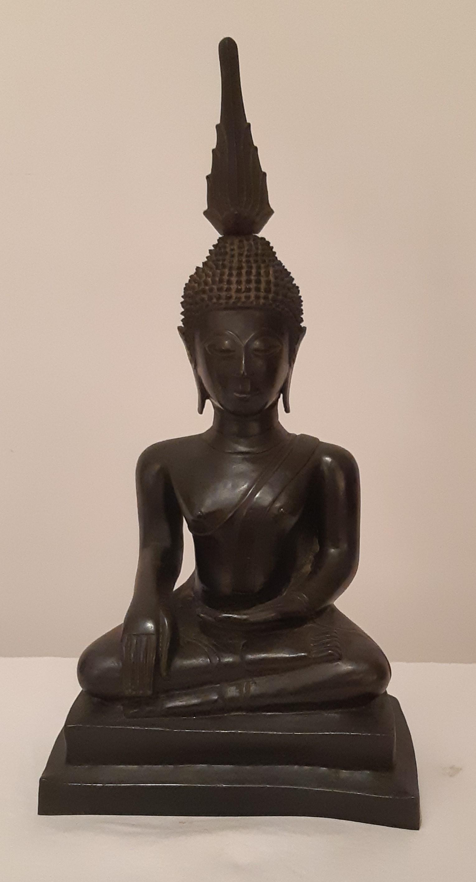 "Los 52 - ""BUDDHA ASSIS"" EN BRONZE LAOS XVIIIè Buddha Maravijaya assis en virasana une main en [...]"
