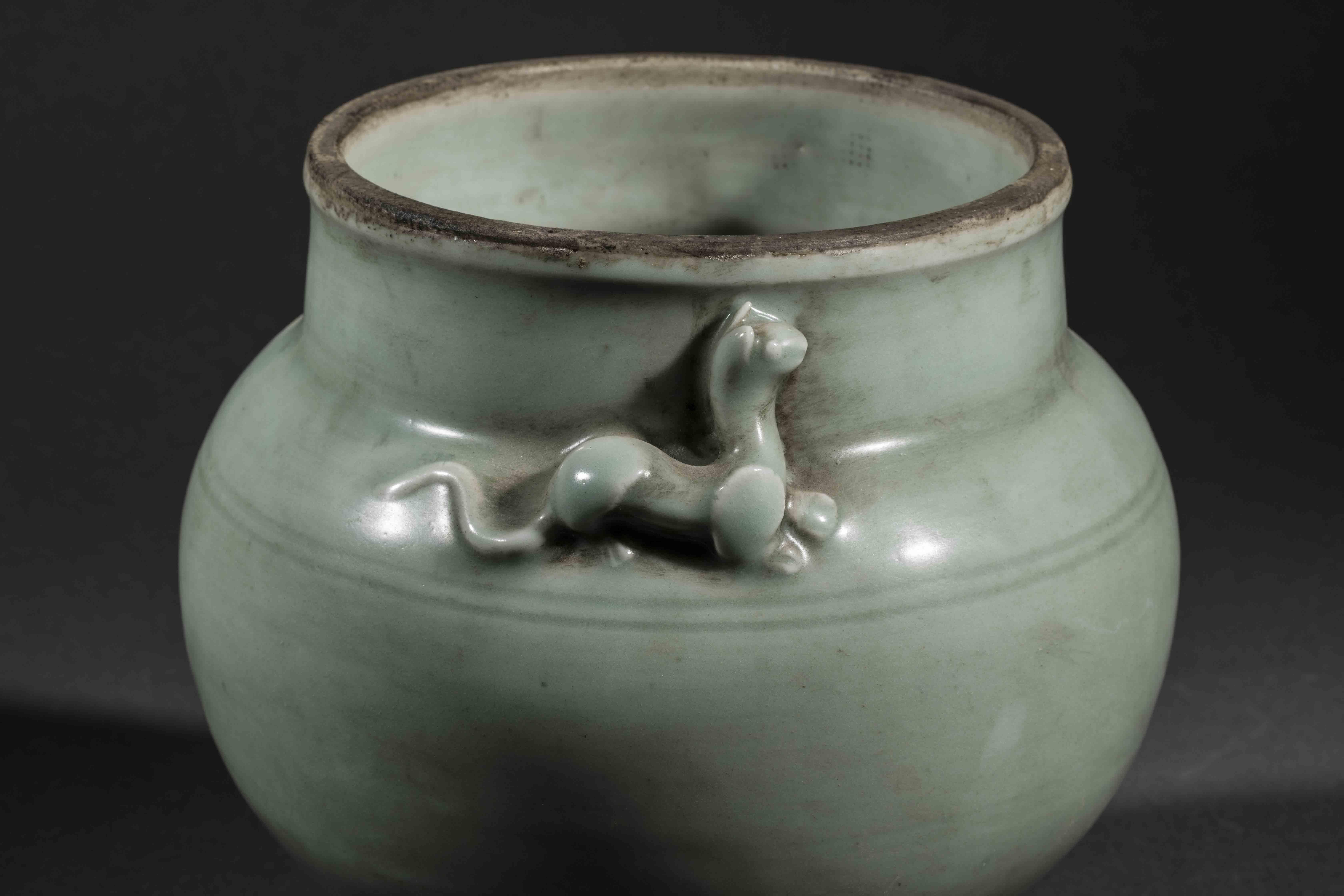 Bouillon du Longquan sur piédouche à panse globulaire et couvercle à tenon de [...] - Bild 3 aus 5