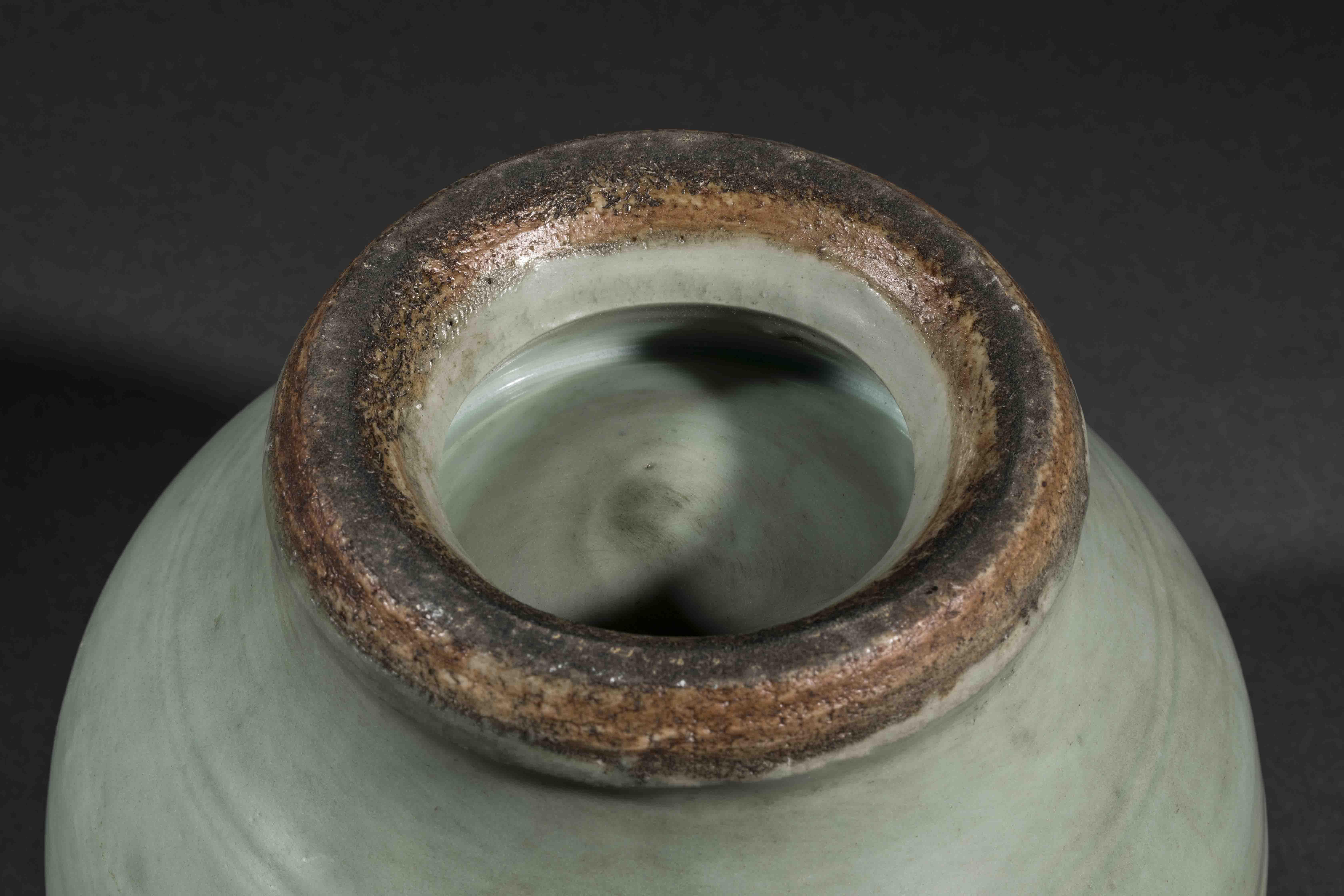 Bouillon du Longquan sur piédouche à panse globulaire et couvercle à tenon de [...] - Bild 5 aus 5