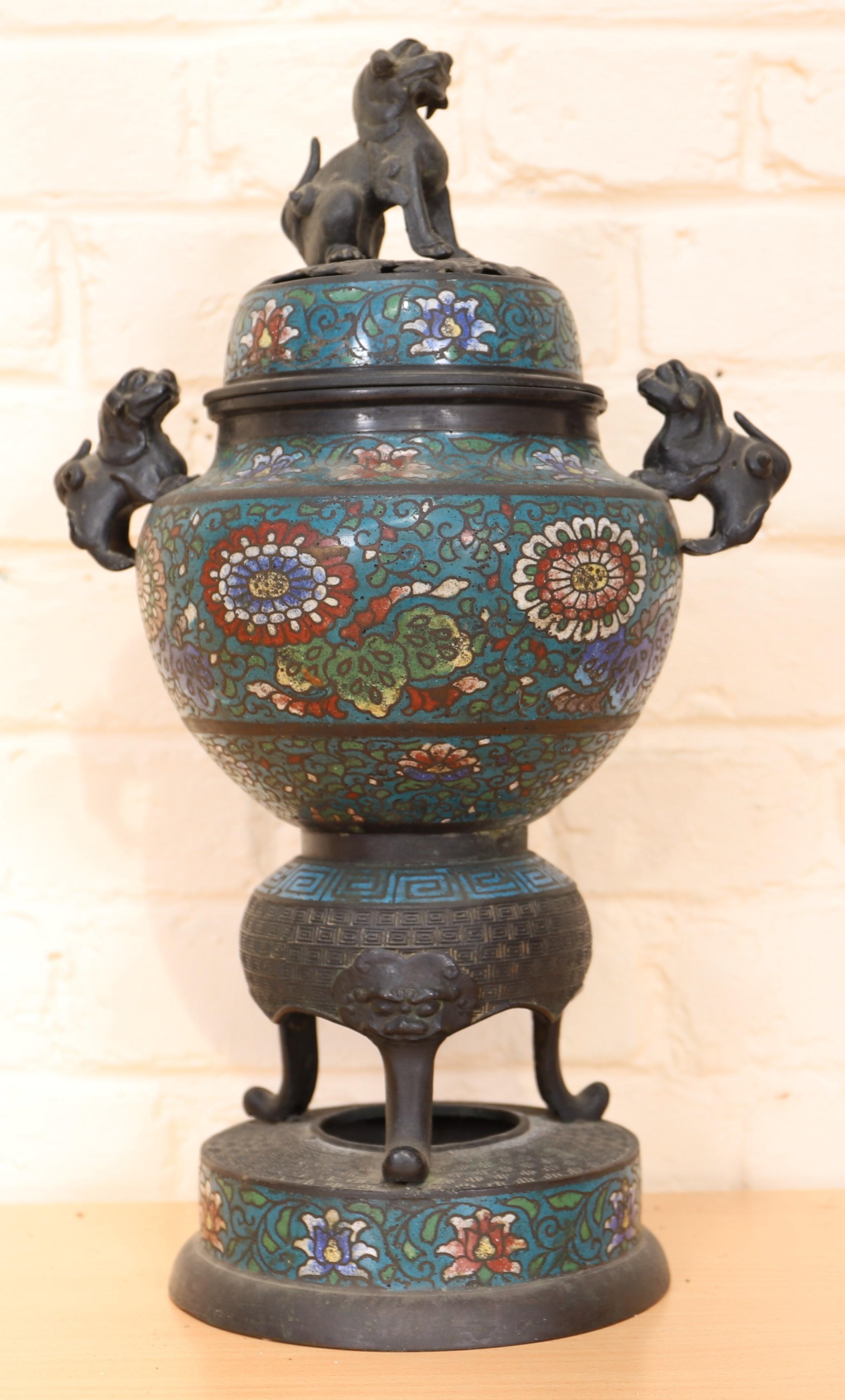 Los 40 - BRULE PARFUM EN CLOISONNE CHINE En bronze cloisonné en émaux polychromes à décor [...]