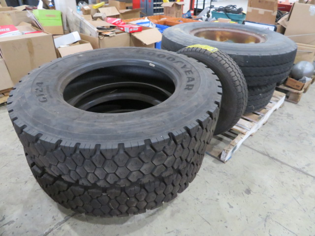 (2) SETS OF TIRES (11.00 R22XZA AND G124 10R22.5) (LOCATED IN LUMBERTON,NJ) - Image 3 of 7