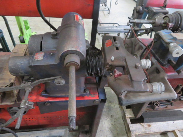 AMMCO BRAKE AND DRUM LATHE MDL. 3000 AND MDL. 7000 HUSTLER WITH NO. 6900 TWIN FACING TOOL AND - Image 5 of 8