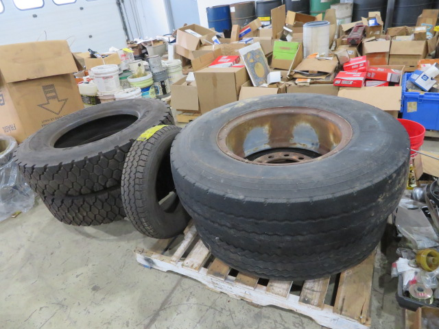 (2) SETS OF TIRES (11.00 R22XZA AND G124 10R22.5) (LOCATED IN LUMBERTON,NJ) - Image 7 of 7