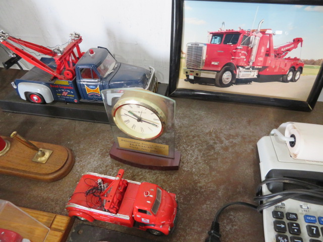 COLLECTOR TOY TRUCKS AND MOBIL PUMP PEN SET (NO PENS) (LOCATED IN LUMBERTON,NJ) - Image 4 of 5