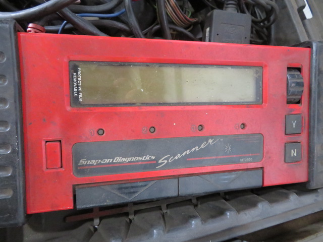 SNAP-ON MT2500 DIAGNOSTIC SCANNER, ASSORTED VEHICLE CARTRIDGES, EATON MOBILE DIAGNOSTIC TERMINAL AND - Image 2 of 6