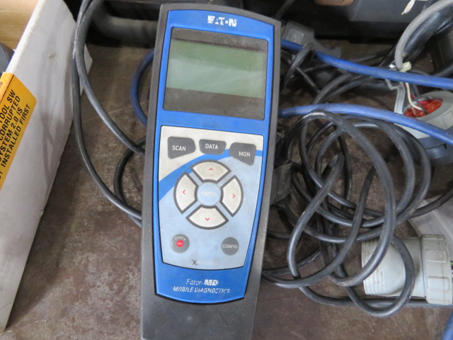 SNAP-ON MT2500 DIAGNOSTIC SCANNER, ASSORTED VEHICLE CARTRIDGES, EATON MOBILE DIAGNOSTIC TERMINAL AND - Image 3 of 6