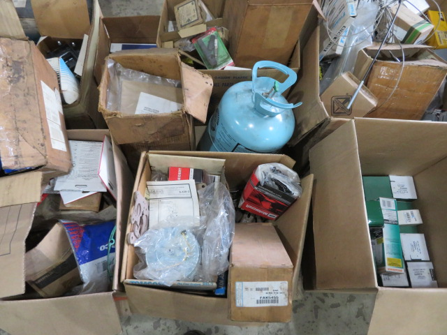 MISCELLANEOUS AUTO AND TRUCK PARTS (WHEEL WEIGHTS, MISC. GASKETS & CLAMPS, FILTERS, CHASSIS PARTS, - Image 14 of 20