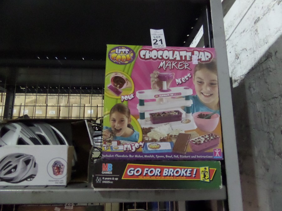 Lot 21 - CHOCOLATE BAR MAKER AND GO FOR BROKE GAME