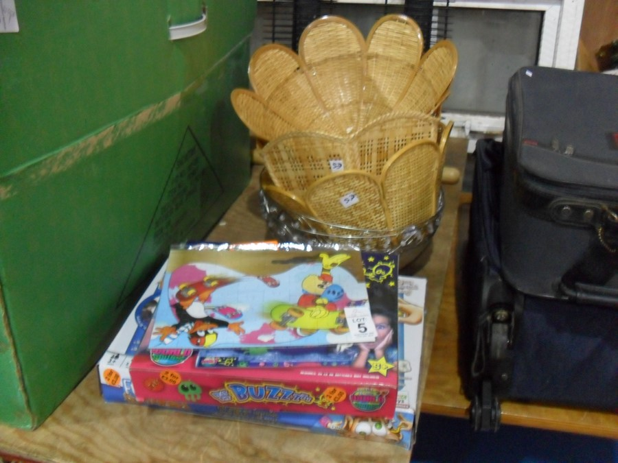Lot 5 - JOB LOT OF CONTENTS INC GAMES AND LIGHT SHADES