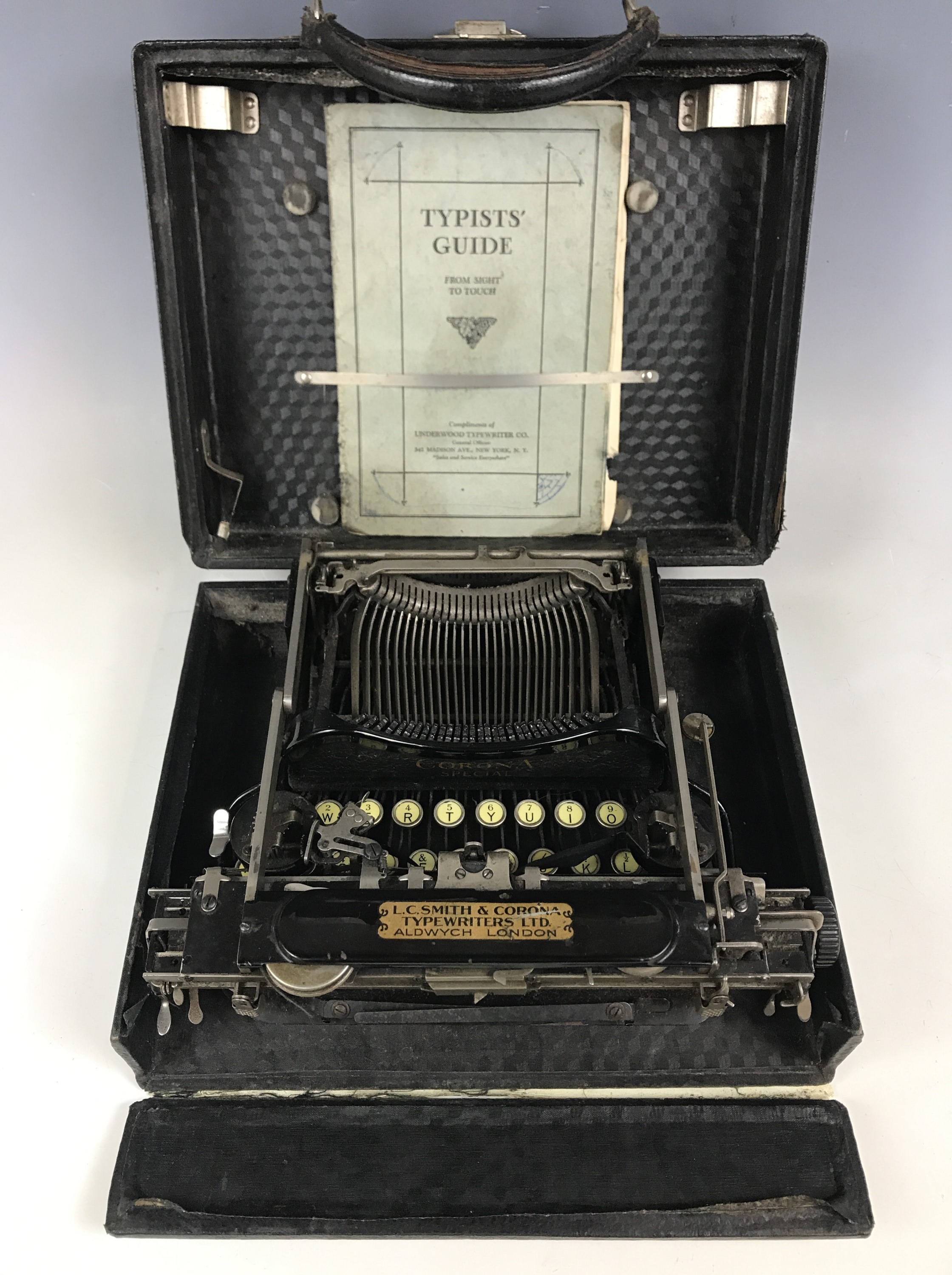 Lot 5 - A Corona Special typewriter