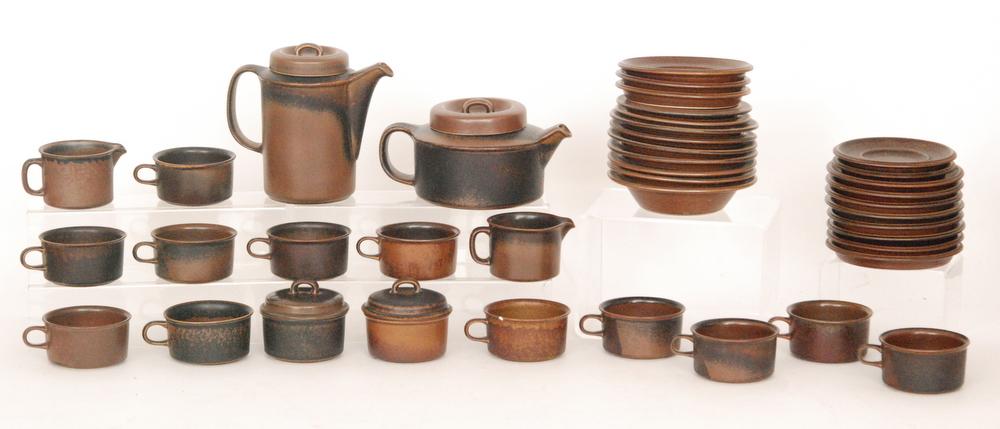 Lot 4 - A circa 1960s Arabia Ruska tea set designed by Ulla Procope comprising tea pot, milk, sugar,