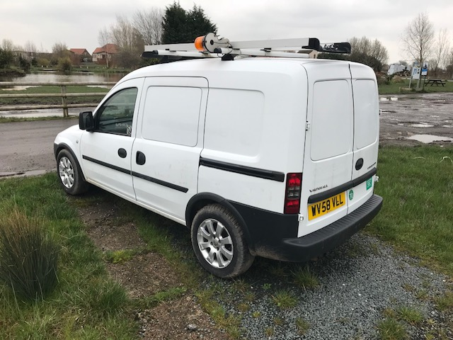 Lot 4 - Vauxhall Combo 2000 CDTI