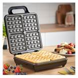 (D8) Quad Waffle Maker Easy to clean non-stick plates make cleaning up easy – as well as all...