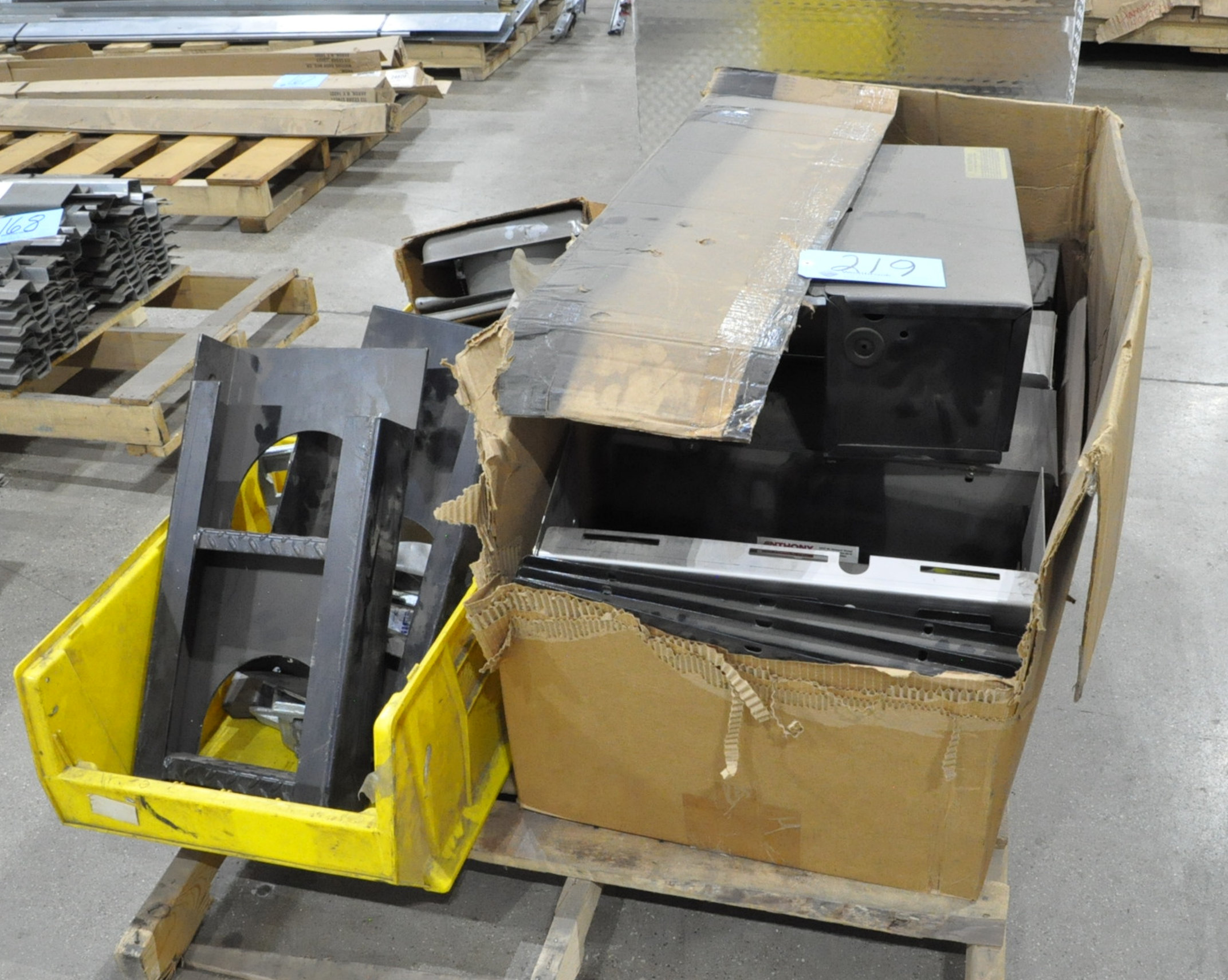 Lot-Lift Gate Assembly Parts on (1) Pallet