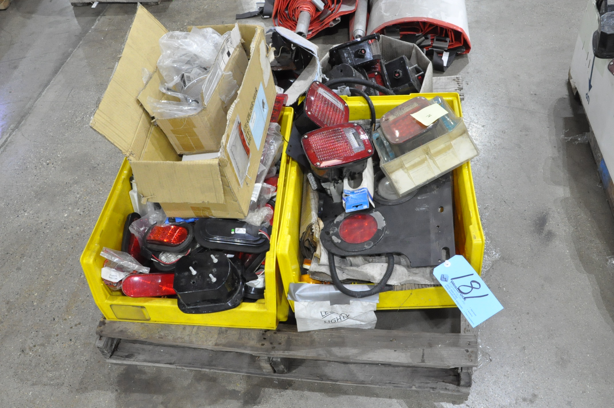 Lot-Vehicle or Trailer Lighting on (1) Pallet