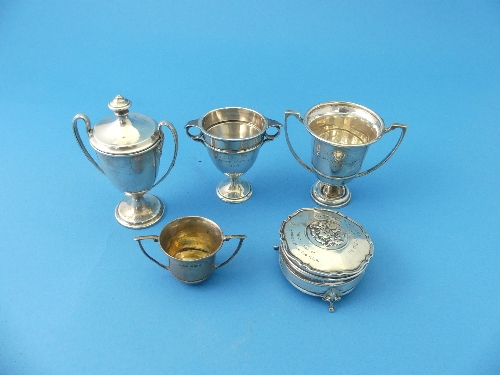 A small George V silver Trophy Cup and Cover, hallmarked London 1926, 4½in (11.5cm) high, together