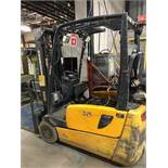 2005, electric forklift Jungheinrich, 3,730lbs, 3 stage mast, side shift, 3 wheels, Model: EFG220,