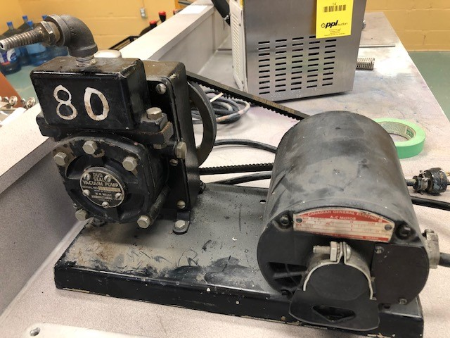 Vacuum pump W.M. Welch duo seal pump sn 15263-0 and 7 x vacuum plates