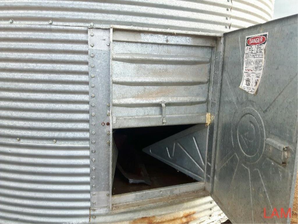 Lot 38 - Westeel Rosco 14ft x 6 Ring 2000bu Grain Bin Hopper in Floor