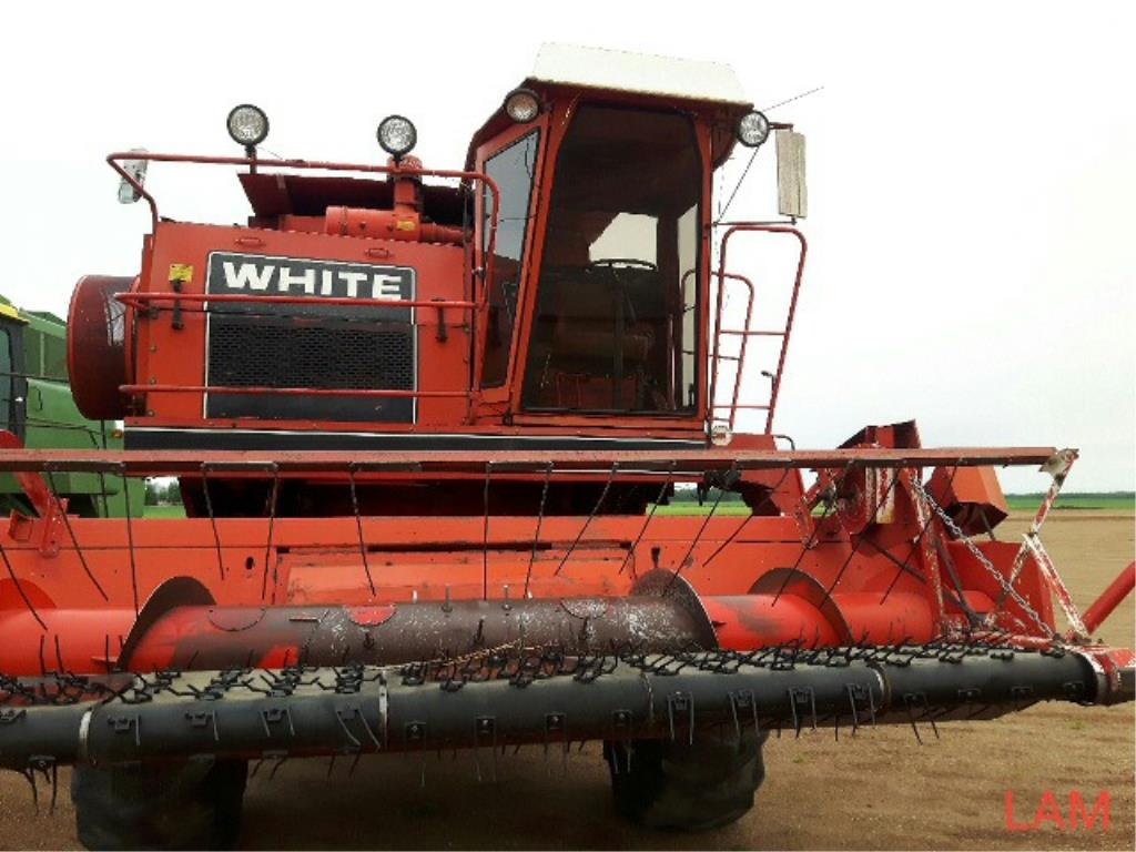 Lot 16 - 8900 White Combine 2646hrs Str Cut to fit sells later as Lot # 24