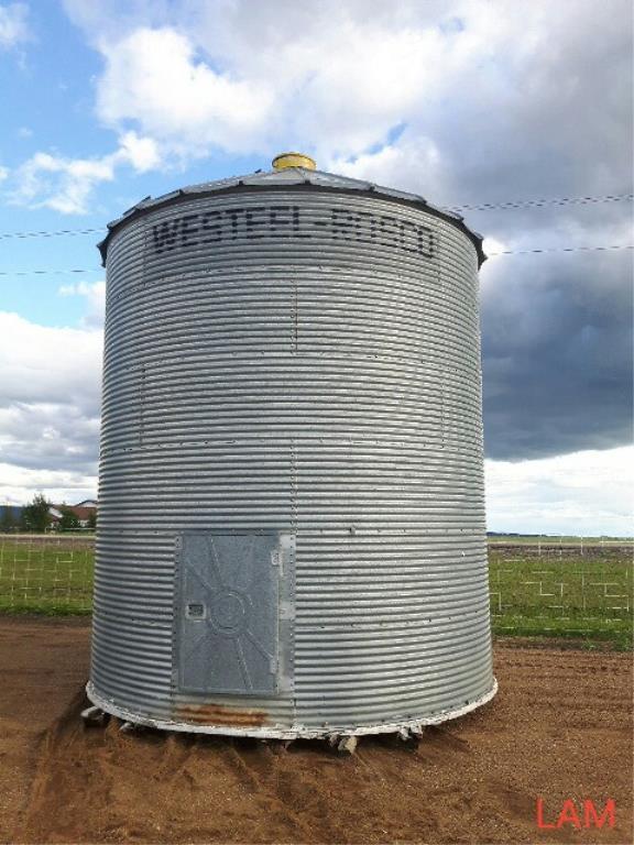 Lot 36 - Westeel Rosco 14ft x 6 Ring 2000bu Grain Bin Hopper in Floor