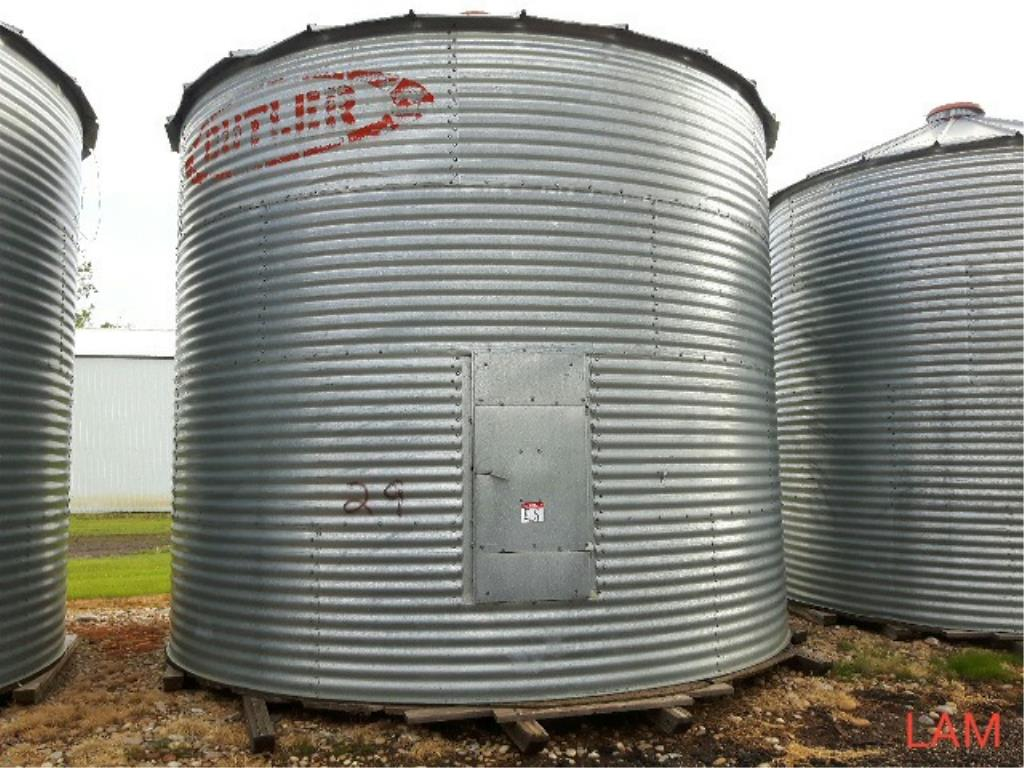 Lot 49 - Bin E5 3000 bu 18 FT x 4-Ring Butler Grain Bin Bin Located in Keg River, for more info contact Ernie