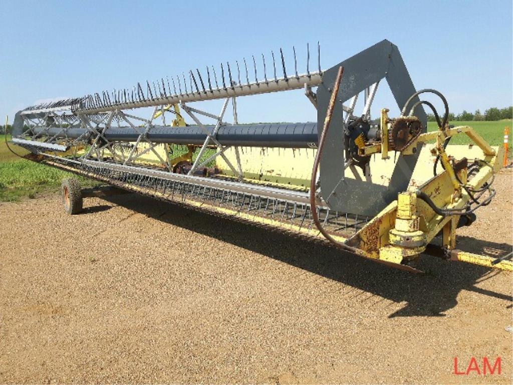 Lot 20 - 2002 36 FT Honey Bee Draper Header to fit TR98 New Holland Combine, Factory Transport