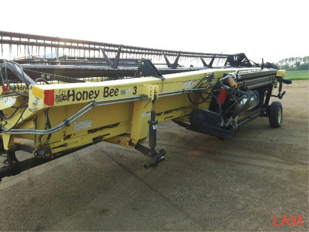 Lot 18 - SP 30 Honey Bee 30 FT Straight Cut Header sn L 14 430010677, Factory Transport