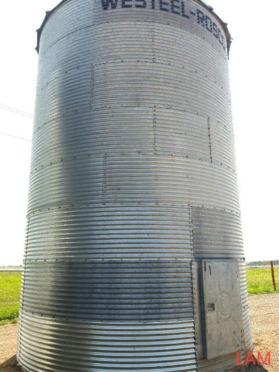 Lot 33 - Westeel Rosco 14 FT X 7-Ring 2700 bu Grain Bin Steel Floor On Site