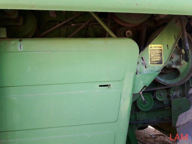 8820 JD Combine Hydrostatic Drive, 3315hrs, c/w New Headliner and padding, to arrive beginning of - Image 4 of 14
