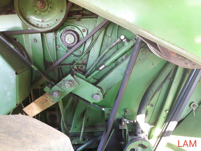 8820 JD Combine Hydrostatic Drive, 3315hrs, c/w New Headliner and padding, to arrive beginning of - Image 10 of 14