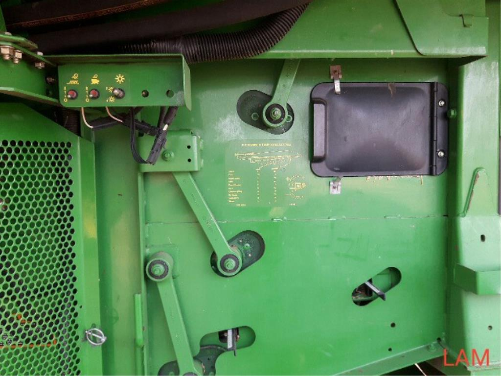 Lot 1 - 2002 9750 STS JD Combine sn H09750S696343 3889 eng hrs, 2801 thres hrs, Good Rubber!, 20.8/38 Dual