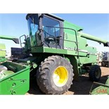 8820 JD Combine Hydrostatic Drive, 3315hrs, c/w New Headliner and padding, to arrive beginning of