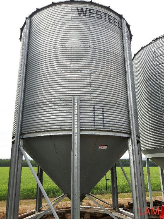 Lot 45 - Bin E1 1800 bu 14 FT x 5-Ring Westeel Rosco Hoppen c/w Steel Skid, & Ladder Bin Located in Keg