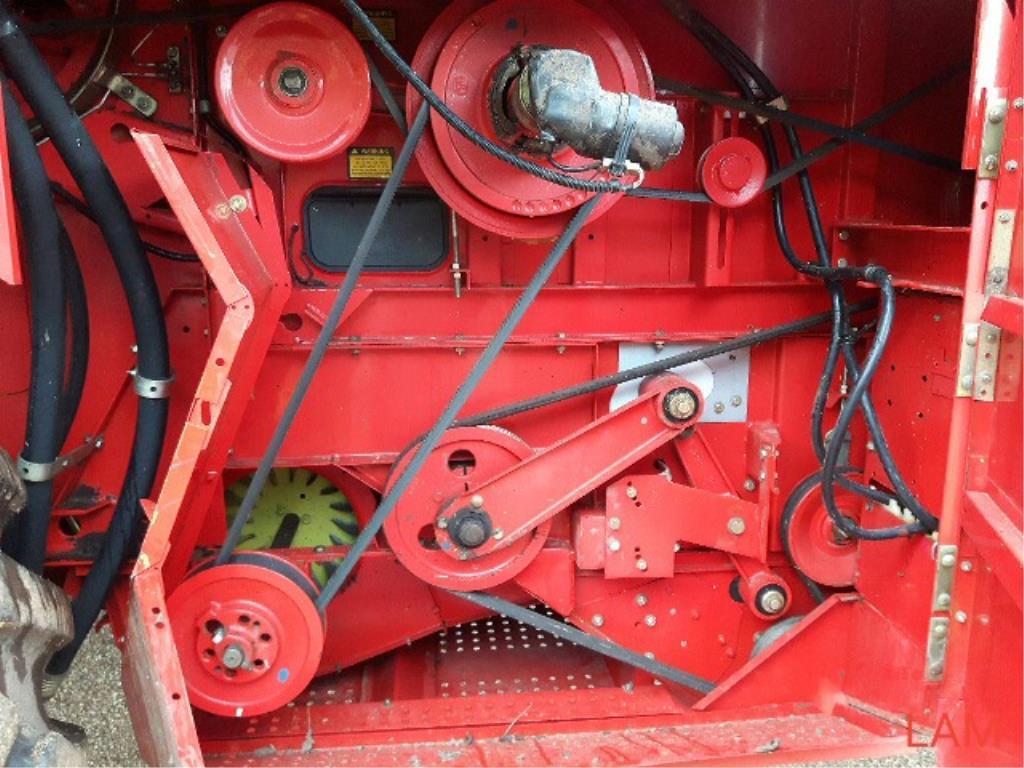 Lot 9 - 8460 Massey Ferguson Combine 2501hrs